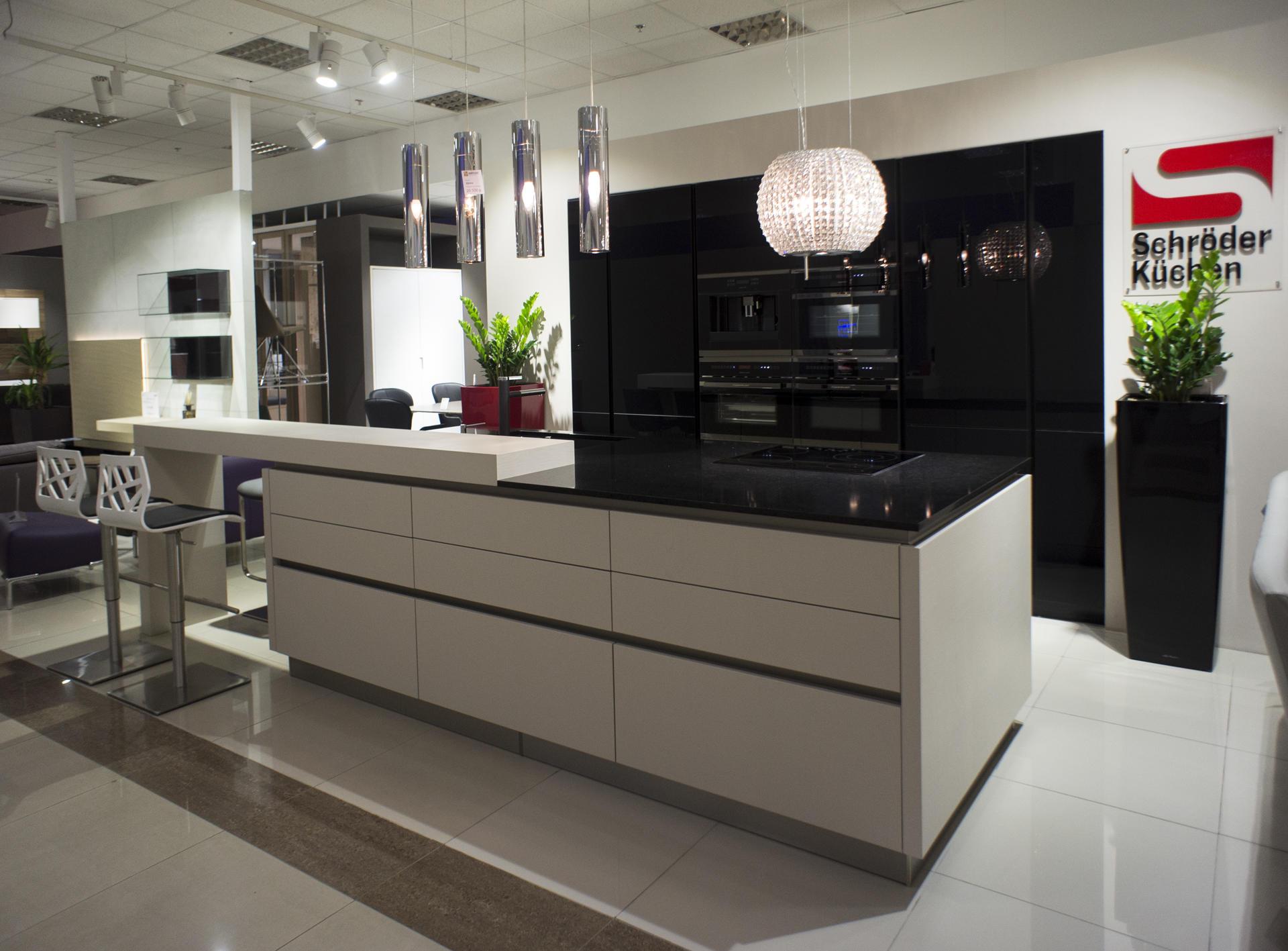 Кухня Schröder Acryl Black & Matrix Magnolie