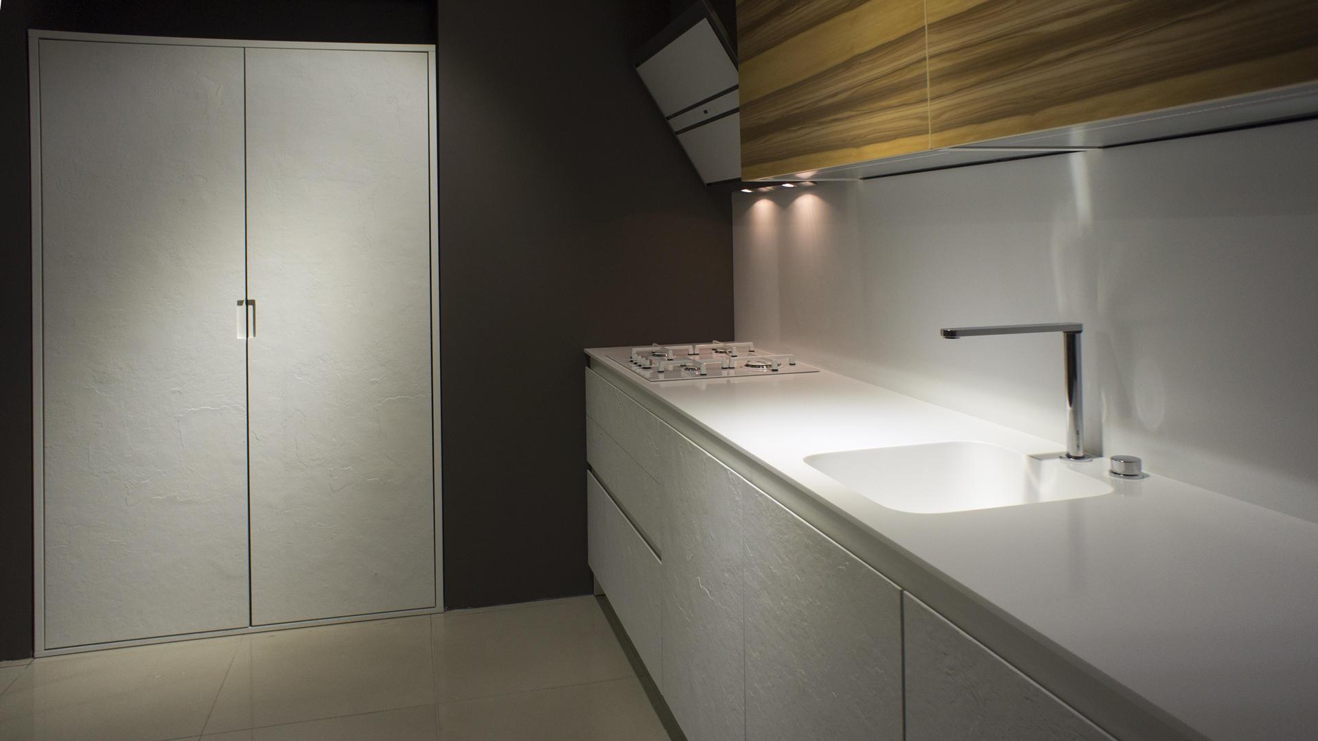 угловая светлая кухня Beeck