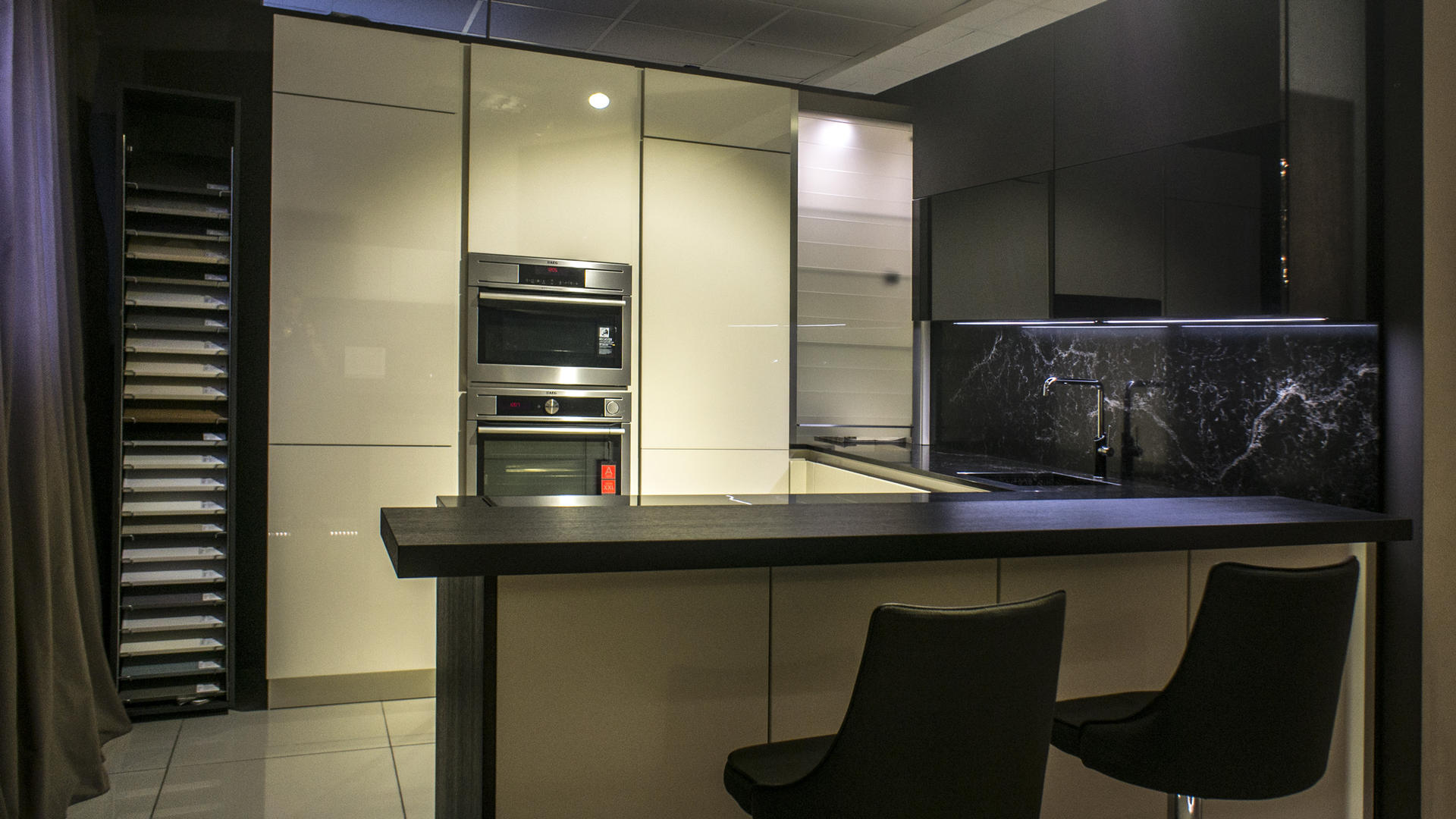 Кухни Beeck акриловое стекло и шпон дуба фото 3